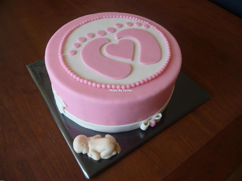 Pregnant belly cake / taart baby met ooievaar gepind door www